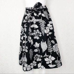 💜Talbots Black & White Floral & leaves midi skirt